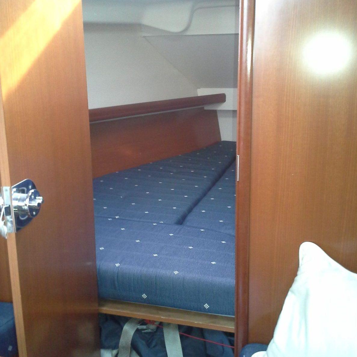 Beneteau Oceanis 323 Slaapcabine In De Boeg Netyachting Enkhuizen Ijsselmeer Markermeer