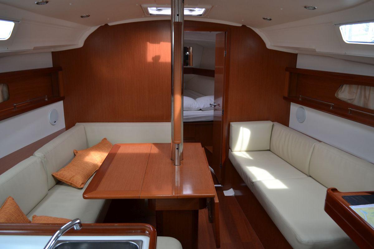 Kajuit Beneteau Oceanis 37 Van Netyachting Deelgebruik Van Een Zeilboot