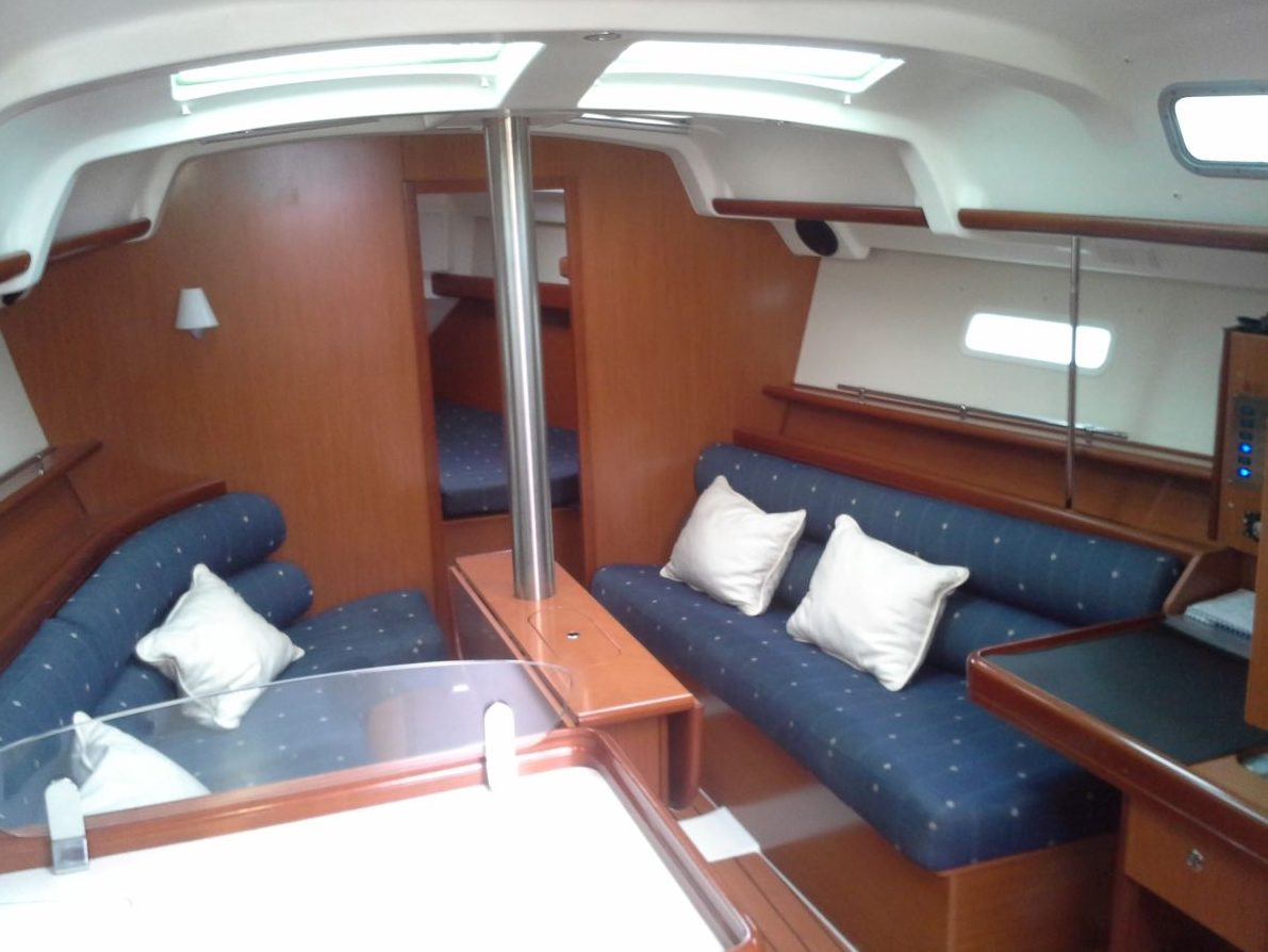 Salon Kajuit Beneteau Oceanis 343 Lelystad Netyachting