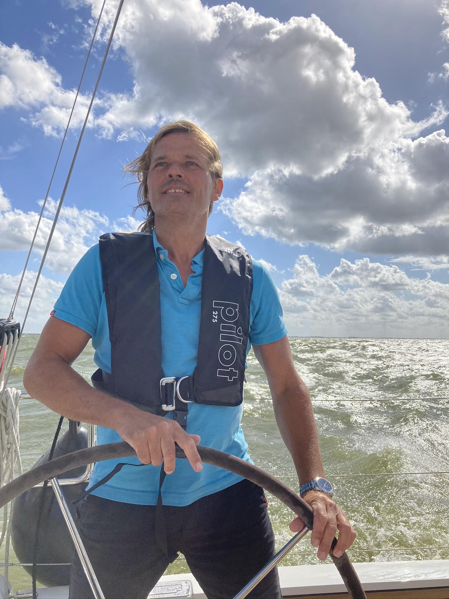 Dehler 38 IJsselmeer, windkracht 6, SOG 9knopen, genieten!!!